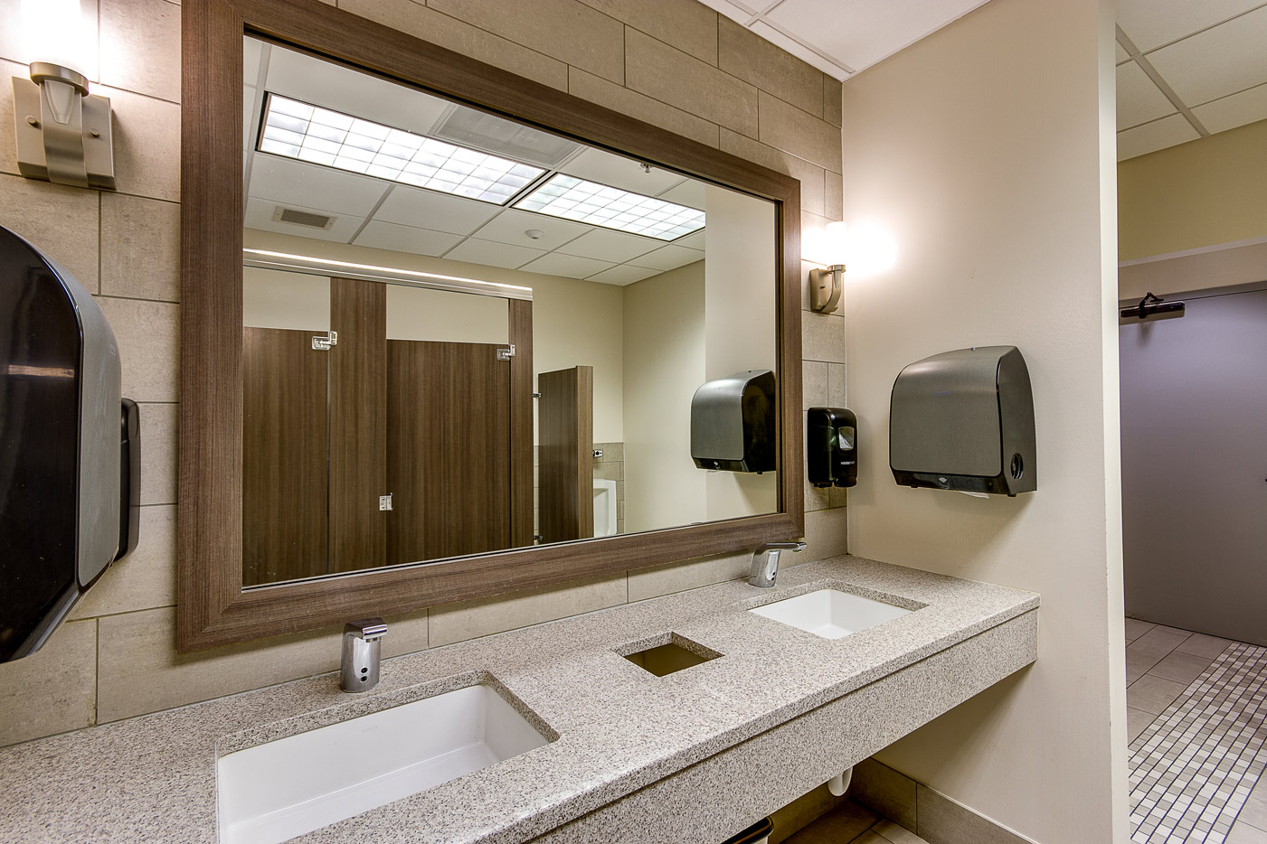 mens' room sinks and mirror